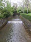Canali, paesaggio urbano, verdi della molla immagine stock