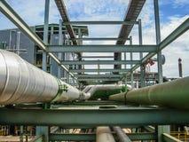 Canalisation sur le support de tuyau à l'usine Images libres de droits