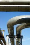 Canalisations industrielles et lignes électriques électriques Photographie stock
