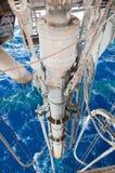 Canalización vertical marina que asoma sobre el mar Imagen de archivo libre de regalías