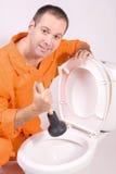 Canalizador com bacia de toalete Fotos de Stock Royalty Free