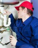 Canalizador no encanamento de reparação uniforme Imagens de Stock