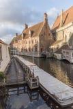 Canalside alloggia Bruges Fotografia Stock