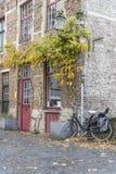 Canalside alloggia Bruges Fotografia Stock Libera da Diritti