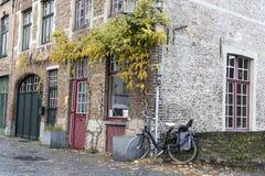 Canalside alloggia Bruges Fotografie Stock