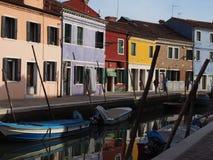 Canalside Burano photos stock