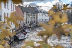 Canalside byggnader i Bruges Royaltyfria Foton