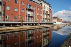 Canalside Wohnungen Lizenzfreies Stockbild