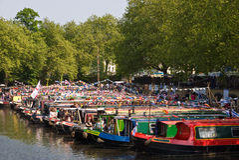 canalway kavalkadnarrowboats royaltyfri bild