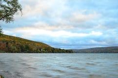 Canandaigua jezioro na chmurnym jesień dniu Zdjęcia Stock