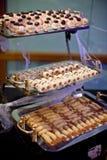Canapés clasificado en comida fría Imágenes de archivo libres de regalías
