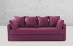 Canapé ou divan pourpré photographie stock libre de droits