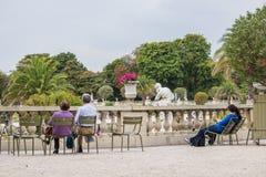 Canapés dans le Jardin De Luxembourg, Paris, France Image stock