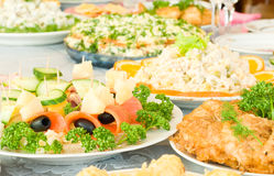 Canape avec du fromage et le pruneau. Banquet Images libres de droits