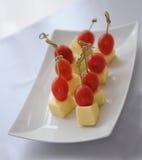 Canape avec les tomates et le fromage Photo stock