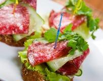 Canape com salami e Imagens de Stock Royalty Free