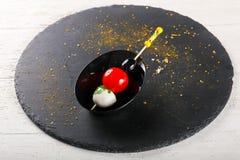 Canape com tomate e mozarella Fotos de Stock