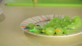 Canape con l'uva stock footage