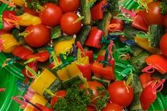 Canape del pomodoro, del cetriolo e del peperone dolce Immagine Stock Libera da Diritti