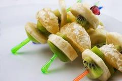 Canape des morceaux de fruits tropicaux photos libres de droits