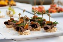 Canape, lyxig mat för holyday och händelse Fotografering för Bildbyråer