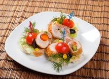 Canape mit Fleischstück. Lizenzfreies Stockfoto