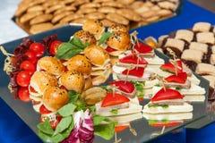 Canape voor een buffetlijst, voorgerecht royalty-vrije stock afbeelding