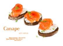 Canapes avec des saumons photos stock