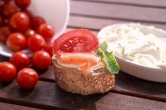 Canapes avec les saumons et le fromage Photos stock