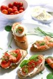 Canapes avec les saumons et le fromage Image libre de droits