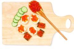 Canapes com caviar vermelho Fotos de Stock Royalty Free