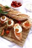 Canapes com salmões e queijo Foto de Stock Royalty Free