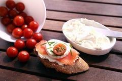 Canapes com salmões e queijo Imagem de Stock