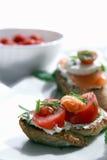 Canapes com salmões e queijo Imagens de Stock Royalty Free