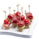 Canapes com tomate e bacon Foto de Stock Royalty Free