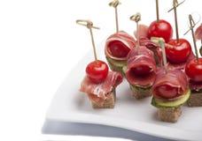 Canapes com tomate e bacon Imagem de Stock Royalty Free