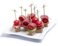 Canapes com tomate e bacon Fotografia de Stock