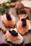Canapes con los salmones y el caviar fumados Imagen de archivo libre de regalías