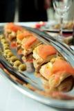Canapes de color salmón, foco estrecho Imagen de archivo libre de regalías