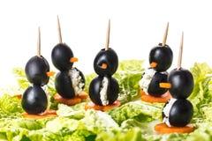 Canapes in Form eines Pinguins Lizenzfreie Stockbilder