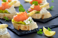 Canapes med sparriers Royaltyfria Bilder