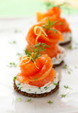 Canapes met gerookte zalm royalty-vrije stock foto