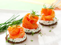 Canapes met gerookte zalm Royalty-vrije Stock Afbeelding