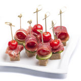 Canapes met tomaat en bacon Royalty-vrije Stock Foto