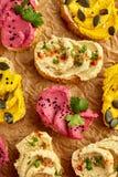 Canapes met verschillende varianten van hummus Royalty-vrije Stock Foto's