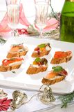Canapes sur la table de vacances Photos libres de droits