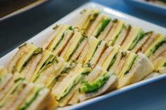 Canapes und leichte Mahlzeiten, Tapas auf dem Tisch im Restaurant stockfoto