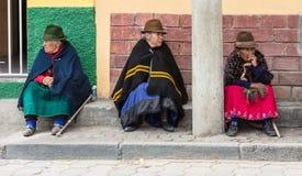 Canar, Equateur/le 12 juillet 2015 - trois femmes pluses âgé de Canar reposent o photo libre de droits