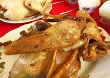 Canard bouilli à l'égard de salaire de nourriture à un dieu chinois Image stock