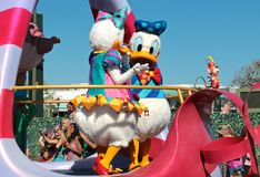 Canard de marguerite et de Donald au monde de Disney Image libre de droits